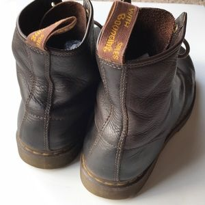 Dr. Martens Shoes - Men's doc marten brown leather boots 🥾 size 10